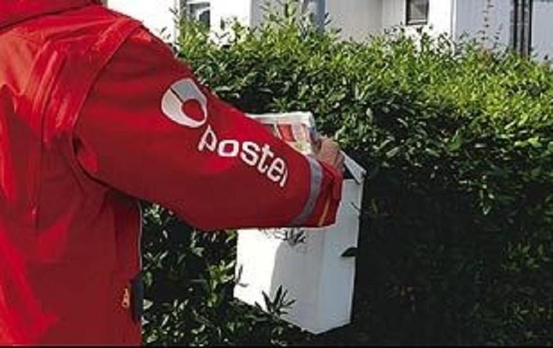 leverer posten pakker på lørdager