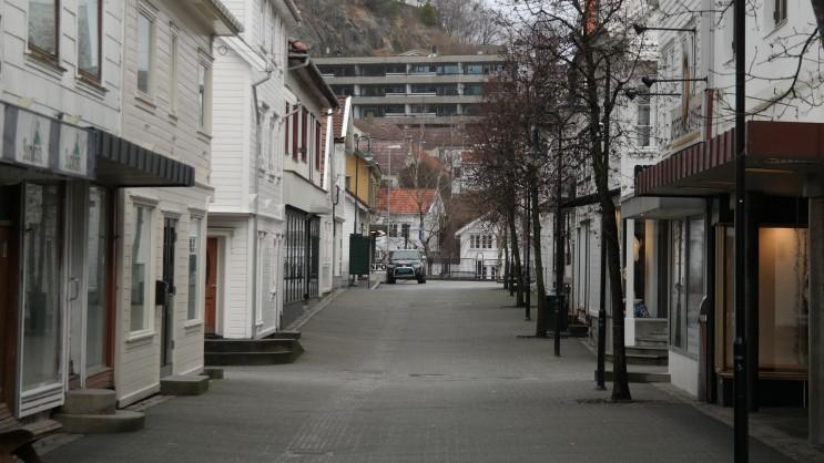 85fc63fa De som beveger seg i sentrum en hverdag midt på dagen, har nok lagt merke  til at det stort sett er ganske stille i Egersund. Selv om vi har en av  landets ...